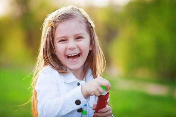 تربیت کودک شاد و با انگیزه