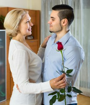 ازدواج با مرد کوچکتر از خود