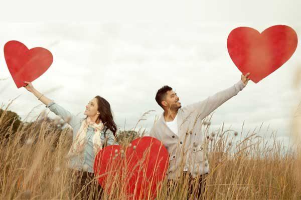 مردان عاشق چگونه رفتار میکنند؟