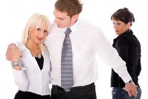 چه مردانی به همسر خود خیانت می کنند