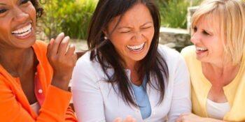 خنده باعث تقویت سیستم ایمنی میشود.